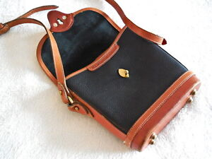 AUTHENTIC PRE OWNED DOONEY & BOURKE VINTAGE CROSS BODY BAG /USA North Shore Greater Vancouver Area image 3