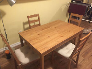Nice Dining set with seat cushions