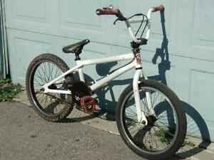 BMX FOR SALE, 20 INCH WHEEL DIAMOND BACK WHITE COLOR
