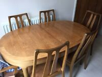 Waring&Gillow Table, 2Carvers & 4 Chairs