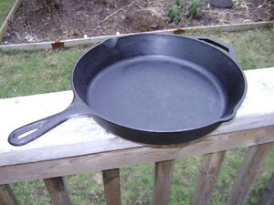 Lodge 10SK cast iron frying pan