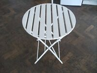 Metal Folding Table . Round top .