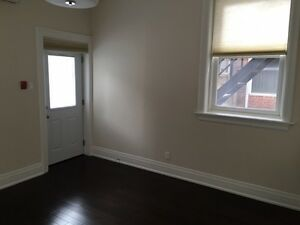 BEAUTIFULLY RENOVATED 2 BEDROOM APARTMENT~!
