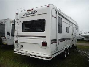 1999 Golden Falcon 28RLG 5th Wheel Trailer with Slideout Stratford Kitchener Area image 3