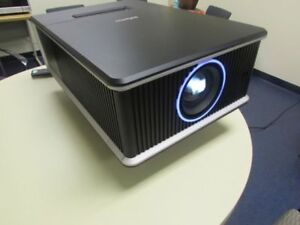 INFOCUS IN-5532  BIG VENUES PROJECTOR 7000.ANSI LUMENS