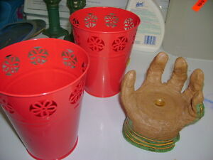 2 pots and hand pot sits in side