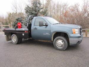 2009 GMC 4 x 4 WT Pickup Truck with DewEze 578 XRM Bale Handler