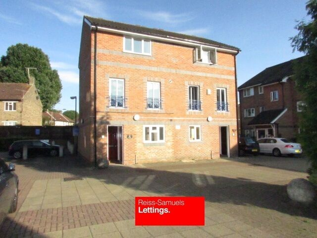 BRAND NEW 6 BED 3 BATHROOM TOWNHOUSE SUPERB CONDITION LOCATED A FEW MINUTES WALK FROM MUDCHUTE DLR