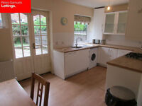 4 LARGE DOUBLE BEDROOMS 3 EN SUITES- 1 BATHROOM- PARKING- OFFERED TO SHARERS. E14 CANARY WHARF