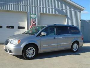 2013 Chrysler Town & Country Limited - LOADED