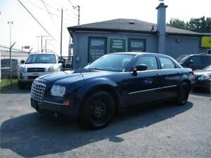 2006 Chrysler 300 . 8 pneus inclus .