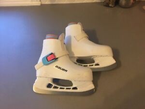 Bauer L'il Angel Girls Skates size 8/9