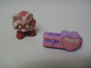 KEEPERS  FINDER : Footloose and Toothbrush Holder  (TRURO)