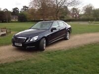 MERCEDES E220 DAR BLUE, IMMACULATE CONDITION INSIDE AND OUT WITH WHITE LEATHER AND ELECTRIC SUN ROOF