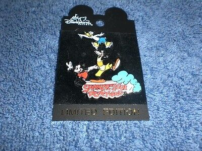 Disney DLR Disneyland Summer 2001 MICKEY GOOFY DONALD SURFING LE Pin