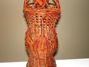 PEACOCK vintage wicker Wall Pocket Basket – very beautiful Cambridge Kitchener Area image 2