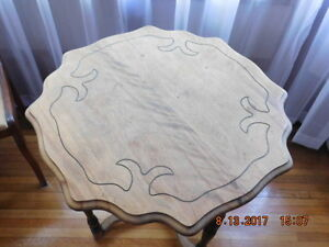 SOLID WOOD ANTIQUE SIDE TABLE