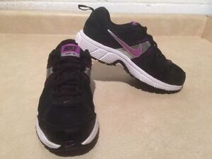 Youth Nike Dart 10 Running Shoes Size 5 Y London Ontario image 3