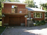Newer all brick home/cottage 200m to sandy beach on Georgian Bay