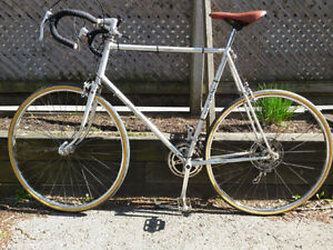 Vintage Fuji Gran Tourer Road Bike
