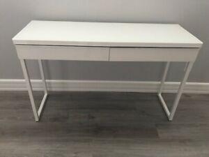 Petit bureau blanc Ikea, comme neuf.