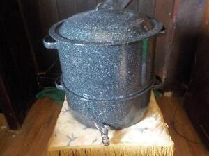 Steamer Pot Set with Tap 19 quart 3 piece New Unused
