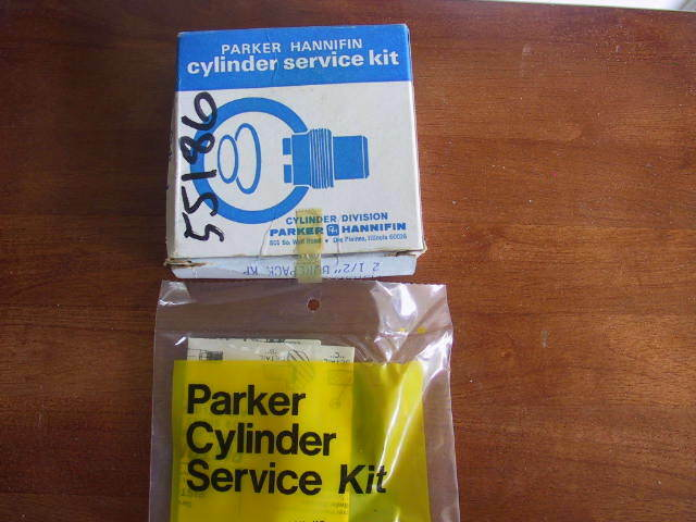 """New In Box Parker Hannifin Cylinder Piston Seal Kit PK 2502A001 BorePack 2 1/2 """""""
