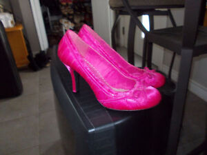 nice pair of shoes pink size 11