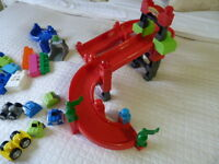 Mega Blocks Ramp Set with Pieces and Interchangeable Cars