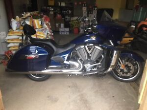 2011 Victory Cross Country **LOW MILEAGE** Clean