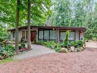 Country Bungalow with Seperate in-law suite. Rural Halton hills