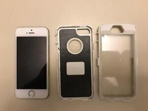 Iphone 5s 16gb Mint condition w/ Otterbox