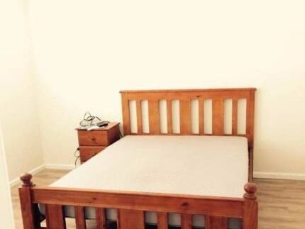 Large private room close to Kingswood station available now