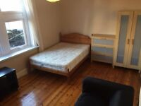 very nice large DOUBLE ROOM IN GREAT LOCATION ON OLD KENT ROAD TWO BATHROOMS CLEANER
