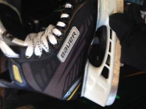 Bauer hockey skates size 7.5