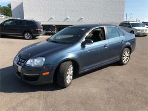 2010 Volkswagen Jetta Comfortline-SunRoof-Heated Seats-AC COLD