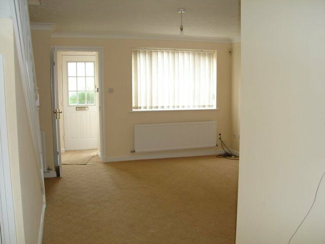 SPACIOUS AND BRIGHT 3 BEDROOM HOUSE LOCATED IN WEST DRAYTON FOR ONLY £1525