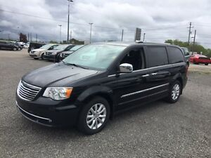 2016 Chrysler Town & Country Limited **DUAL REAR DVD.. Loaded!