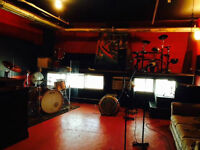 HOURLY REHEARSAL STUDIO / STUDIO DE REPETITION A L'HEURE