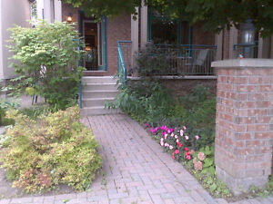 GREAT CENTRAL LOCATION – CARLETON HEIGHTS. AVAILABLE JULY 1ST