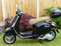2017 Vespa Primavera ABS Extremely Low Mileage front and rear carriers + top box