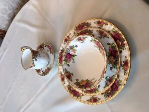 ROYAL ALBERT OLD COUNTRY ROSES lot of 2 - 5 pc setting