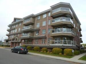 Light and bright condo perfect for your retirement!!