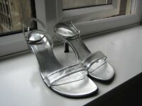 Roberto Vianni Silver Heels Size 4 Leather