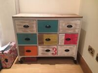 Stylish chest of drawers!