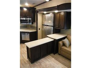 2016 Columbus 340RK Luxury Rear Kitchen 5th Wheel - 3 Slideouts Stratford Kitchener Area image 6
