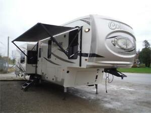 2019 Columbus Compass 298RL Luxury 5th wheel-3 slides- O/S kitch