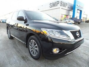 2016 Nissan Pathfinder SV AWD, 7 passenger, heated seats, back u
