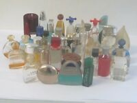 Quantity of miniature perfume scent bottles