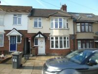 Lovely 3 bed Mid terraced house wit drive way close to L & D Hospital & M1 £1050PCM